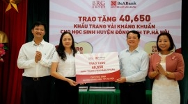 BRG Group presents antibacterial face masks to Hanoi students