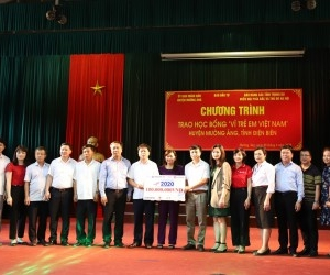 "BRG Group and SeABank offering ""For Vietnamese children"" scholarships to students in Dien Bien province"